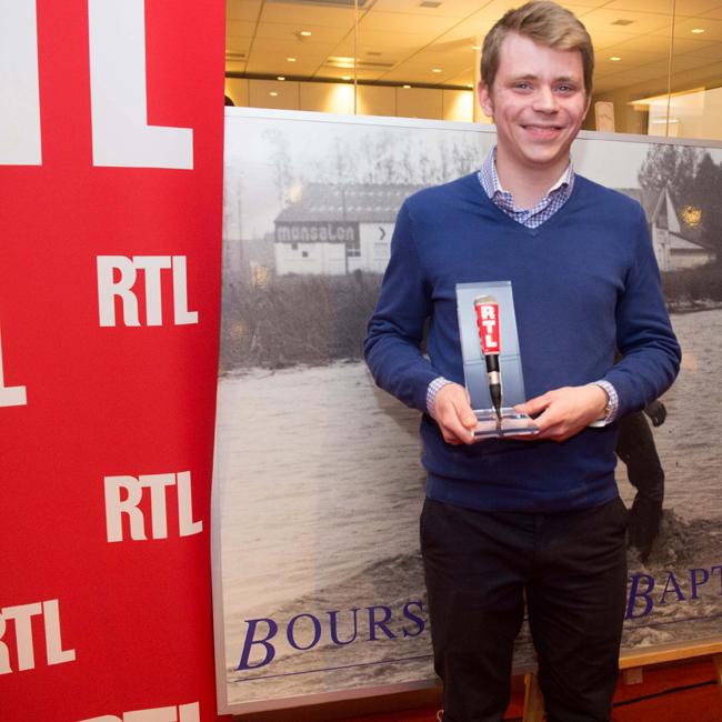 Jacques Serais, de l'EPJT, 19e lauréat de la bourse Jean-Baptiste Dumas, dans les locaux de RTL.