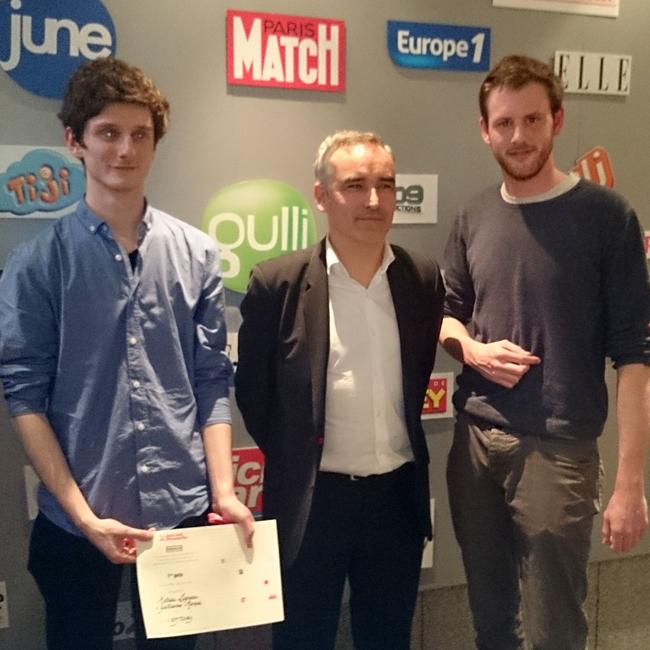 De gauche à droite : Mathieu Ligneau, étudiant de 2e année de DUT, Bruno Jeudy, rédacteur en chef du service politique du JDD, et Guillaume Marque, étudiant de licence spécialité TV.