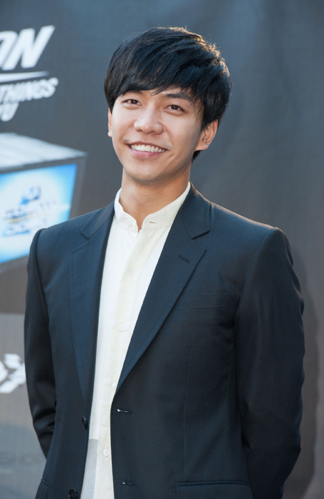 LOS ANGELES, CA - AUGUST 10: Singer Lee Seung Gi attends KCON 2014 - Day 2 at the Los Angeles Memorial Sports Arena on August 10, 2014 in Los Angeles, California. ©Valerie Macon/Getty Images/AFP